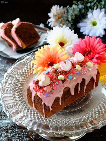 「飾り」次第でケーキのスペシャル感は変化しますよ!フルーツや色の付いたチョコレート、マシュマロやキラキラトッピングで相手好みのケーキに仕上げて下さいね。