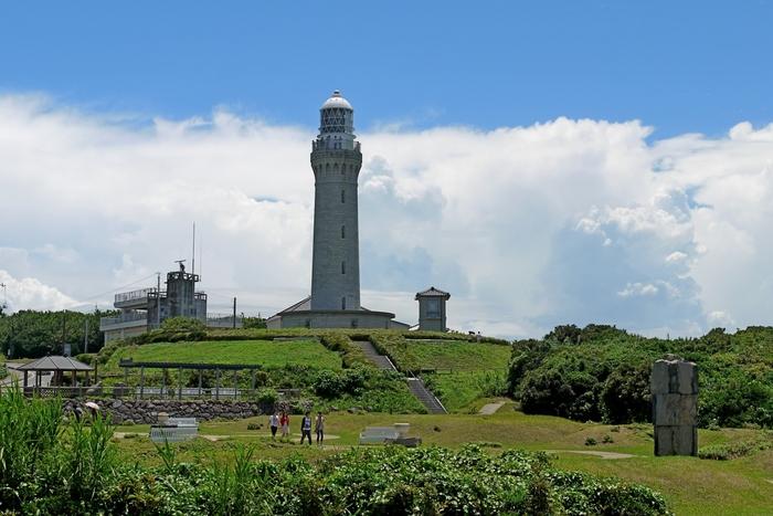 角島灯台のある角島灯台公園には、広場や散策路、角島灯台記念館などがあります。澄みきった海を眺めながら、のんびりと過ごす時間は最高のひとときです。