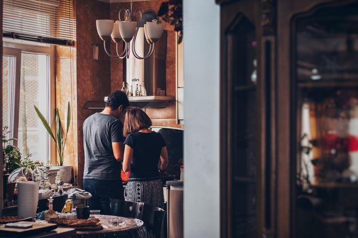 2人で行う事で、実はイチゴジャム好きじゃないとか、パンは固めがいい!など、お互いのこだわりを話すきっかけにもなります。簡単な作業でも材料の切り方の採点など遊びを入れて、2人で満足度を高め合うのも面白いですよね。