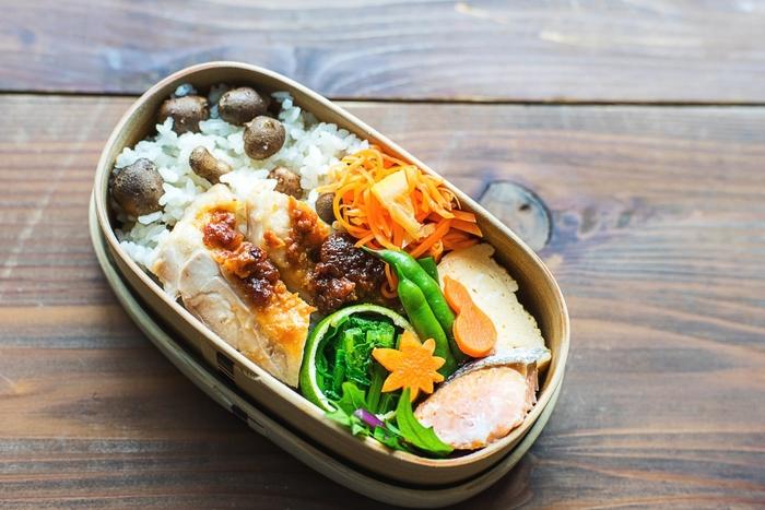 今回はお弁当の定番食材や野菜などの「飾り切り」やアレンジ方法に加えて、季節感あふれる素敵な「盛り付け」をご紹介します。