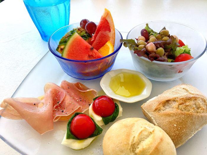 ランチはセットメニューがあり、生ハムサラダや前菜プレートを付けることができます。ちょこっとずつ前菜がのったプレートは、見た目も可愛らしく満足度も◎