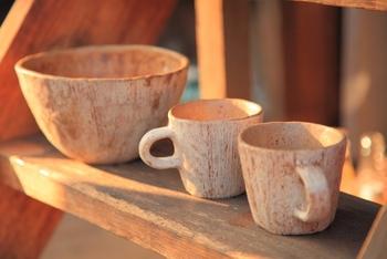 陶器なら900~1200度、磁器はそれよりも高い1200~1500度で焼き上げられ、完成です。磁器の場合は、さらにこのあと上絵付けをするなどして完成!