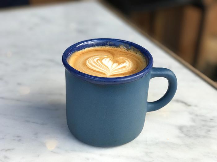 その他にも自由に選んだパンやスイーツとコーヒーで気軽にカフェタイムを楽しめるのも魅力的です。