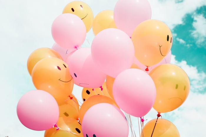 ちょっとネガティブなことがあっても、自分で笑い話にしてしまえるような明るさは宝です。同じ出来事でも「ついてないなぁ…」と気持ちが沈んでしまうか、「まぁ、いいか!」と思えるかは大きな分かれ道。 「幸せに生きる女性達」はいつでも現状のいい所を探して「楽しみ、笑い」を見つけようとする姿勢がみられます。