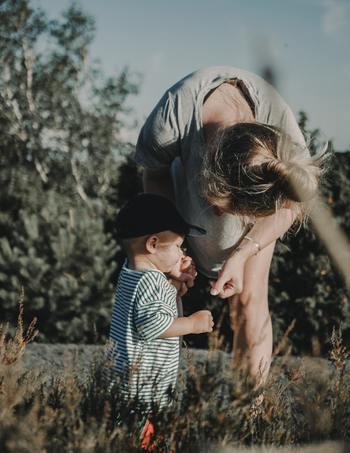 どうしたいのか、何を言いたいのか、子供の言葉や行動をよく聞いて見てあげるのも大切です。うまく伝わらないことで機嫌が悪くなることもあります。丁寧に子供の主張をくみ取ってあげましょう。
