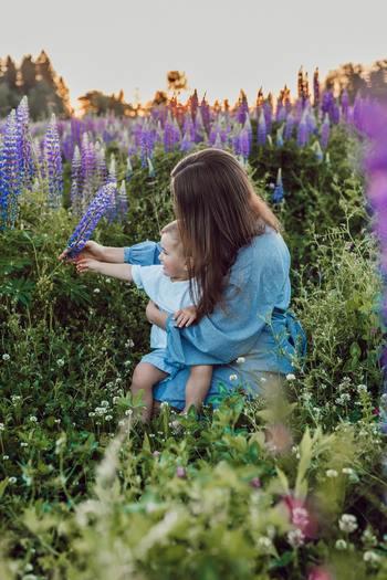 子供の主張を聞いてもわからない時はギュッと抱きしめてあげましょう。自分でも何が言いたいのかわからなくて不安になったり、甘えたくてイヤイヤと言ってる子もいるかもしれません。そんな時はスキンシップが1番です。