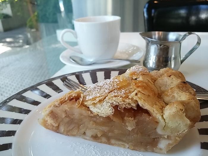 素材を生かしたニューヨーク仕立ての味が多くの人を惹きつける、アップルパイ。随時数種類のアップルパイが用意され、リピーターが多いのも頷ける美味しさです。