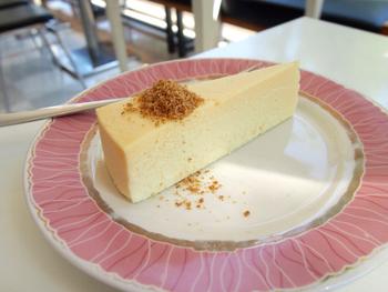 アップルパイに並んで人気なのが、チーズケーキ。クセになる濃厚な味わいです。その他にも美味しいスイーツがたくさんあるのでコーヒーや紅茶と一緒にゆっくり味わいたいですね。