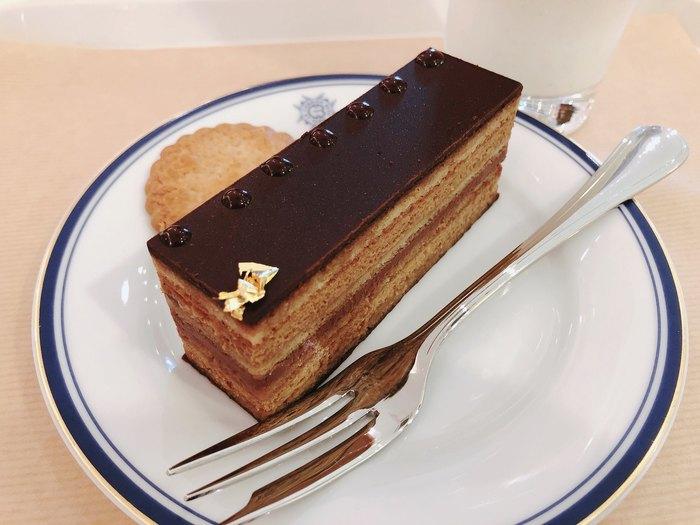 パリ仕込みのケーキは絶品!季節限定の品も含め、常時10種類以上の美味しいケーキが揃っているので、自分好みをセレクトしてみてくださいね♪