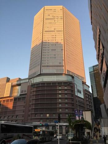 JR大阪駅から徒歩2分とすぐの距離にある阪急百貨店うめだ本店。こちらもランチにおすすめのお店がたくさんあります。