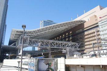 関西最大の都市・大阪。その入り口である大阪駅周辺にはショッピングやグルメ、楽しめるスポットがたくさんあります。