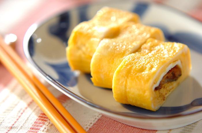 卵焼きをボリューミィな主菜に変えるのはお魚パワー。缶詰のサンマにしっかり味付けがされているので、調味料はシンプルでOK!お弁当の一品にもぴったりです。