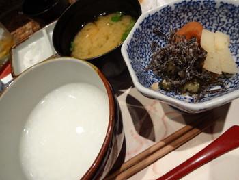 ごはんとお粥が選べますが、天ぷらと相性ぴったりで、よりさっぱり食べられるお粥がおすすめ。お代わりもできます◎