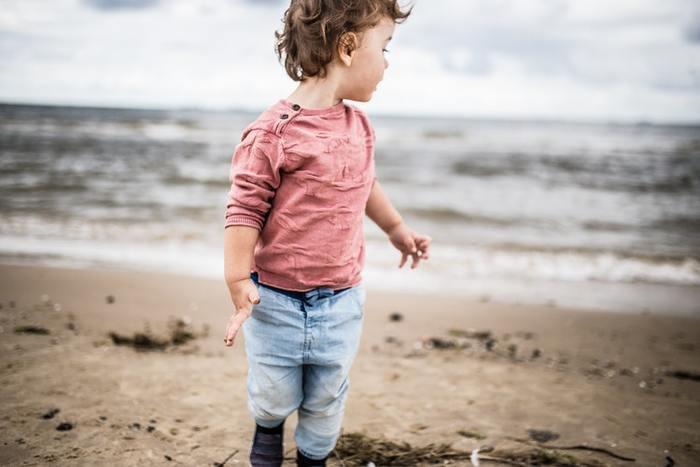 3歳になると走るスピードも速くなり、泣く声も大きく嫌がるという主張も派手になってきます。段々と言葉で誘導するのも難しくなってくるので、そんな時はスキンシップに頼ってみましょう。