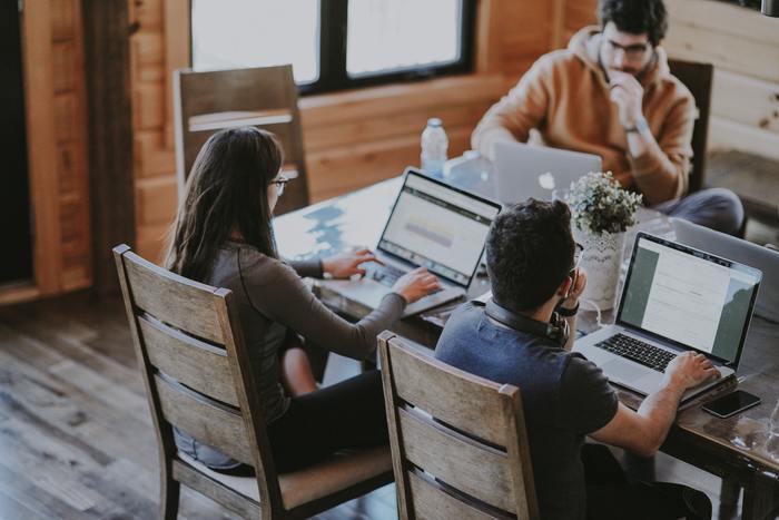 職場において「価値観」が違う人がいると、なんとなく仕事がやりにくいと感じることがあるかもしれません。でも、人が集まって仕事をする時というのは、なにか「目的」があるはず。