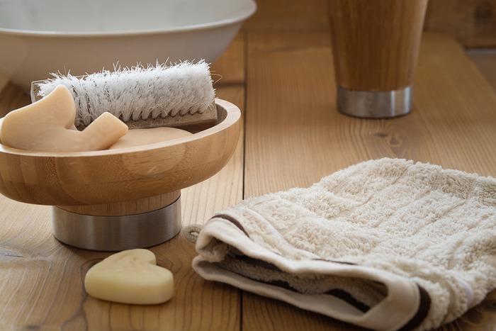 体を洗うボディソープも、顔と同様、美白効果のあるものをセレクト。ゴシゴシとこすらずに、たっぷりの泡でソフトに洗い上げて。