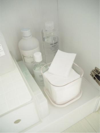 若々しいデコルテをキープしたいなら、化粧水を含ませたコットンパックを実践。長時間やっていると反対に乾燥してしまうため、3~5分程度で終わらせます。