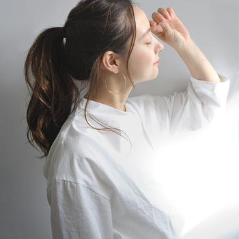 汗をたくさんかくのは体にとって必要なことですが、洋服に汗がしみてしまうのは困りもの。汗染みが人目に触れることに抵抗を感じる女性は多いのではないでしょうか?