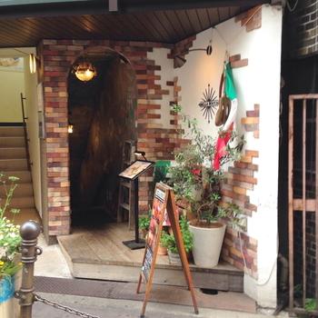 JR大阪駅より徒歩3分、こちらも話題のウメシバエリアにあるイタリアンバルです。