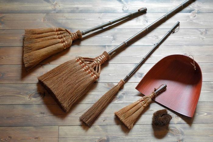 天然素材で暮らしを豊かに。衣食住で大活躍【ほうき(箒)とブラシ】でお掃除しましょ
