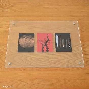 アートな雰囲気がお洒落なポストカードは、少し大きめのA3サイズのアクリルピクチャーフレームにin。 余白に余裕を持たせて、よりアーティスティックな雰囲気に…。