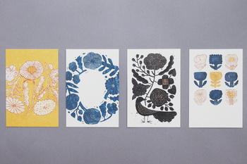 一枚一枚に、異なる表情をみせてくれる鹿児島睦さん図案のポストカード。お部屋にあるだけで、ぬくもりある雰囲気を演出してくれそうですね! 4種類の絵柄がワンセットになったポストカードは4枚組。お気に入りを一枚飾ったり、複数を並べて飾ったり… お気に入りの飾り方を見つけてみてはいかがでしょうか!