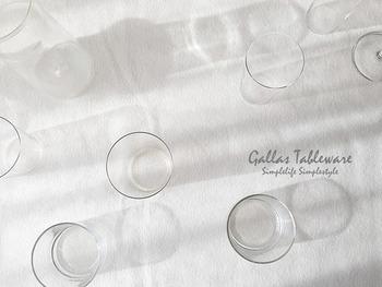 ガラスのコップや保存瓶がくすんできたな…と思ったら、酢水で洗ってみましょう。曇りが取れてピカピカになりますよ。