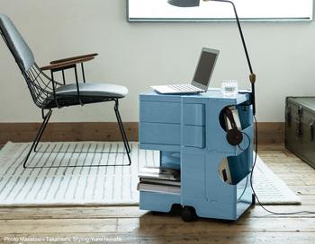 置き場所に困るパソコンやケータイ、音楽周りのあれこれ・・・。毎日持ち歩くアイテムたちを集めて置いておくのにも、ボビーワゴンは便利です。アクティブな机として部屋に置けば快適な空間を作ってくれそう。