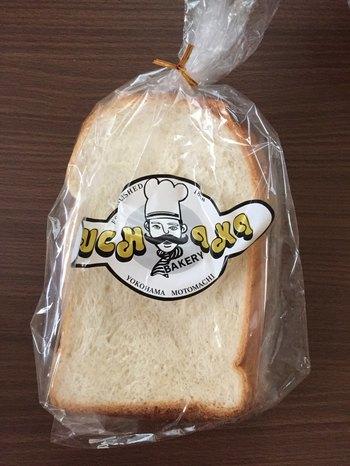 """お店の一番人気は、伝統の味""""イングランド食パン""""。イースト菌ではなくホップ種で発酵させた食パンは、程良い苦味ともちもちとした食感が魅力です。"""