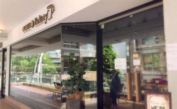 元町中華街駅のほど近く。ショッピング施設・元町プラザの中にあるのが、オーガニック素材だけを使ったパンを作る「ecomo Bakery YOKOHAMA MOTOMACHI(エコモベーカリー・ヨコハマモトマチ)です。
