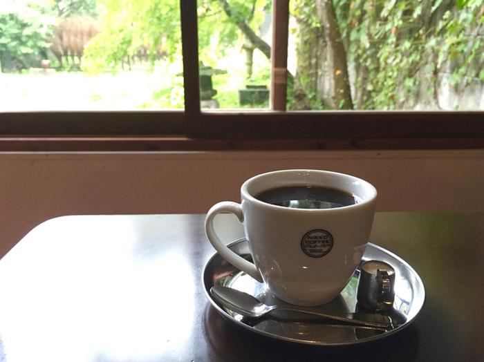 店内の雰囲気も落ち着いており、のんびりと過ごすことができそう。豊かな香りを楽しめる自家焙煎の美味しいコーヒーで、一息ついてみてはいかがでしょうか。