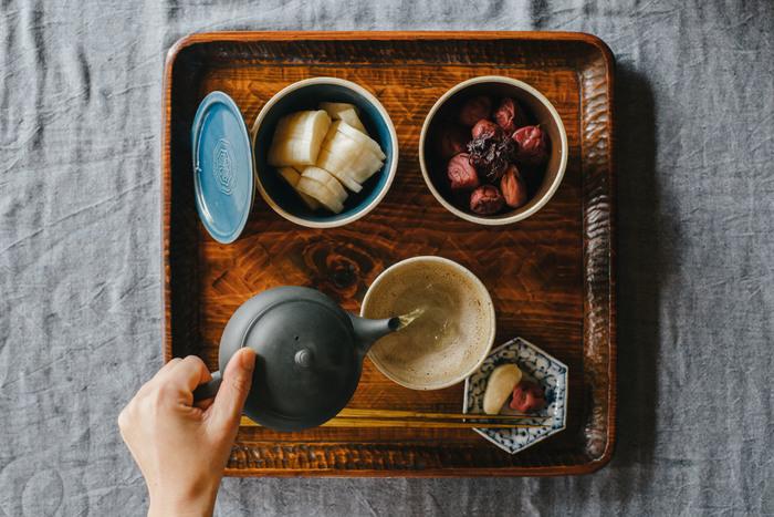 古来から日本の食卓に欠かすことができない梅干し。梅干しとオイルを合わせればドレッシングになったり、叩いた梅で和えるだけで立派な一品が完成します。疲労回復効果が期待できる梅干しを上手に使って夏の疲れを吹き飛ばしましょう♪