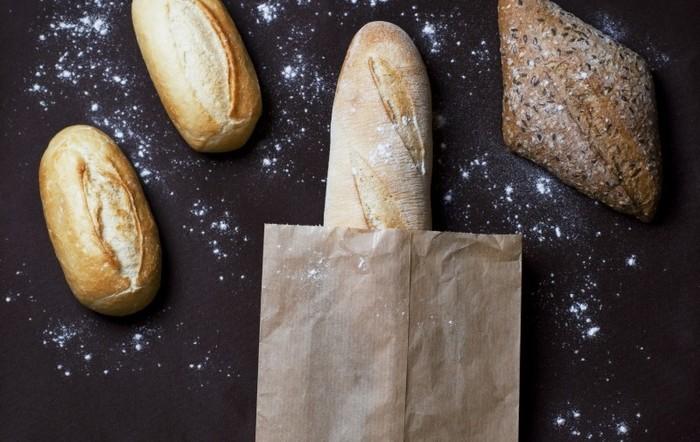 Photo on [VisualHunt](https://visualhunt.com/re4/ea0d42ea) フランスパン=バゲット。これは間違いではありませんが、バゲットはフランスパンの種類の中の一つなんですよ。
