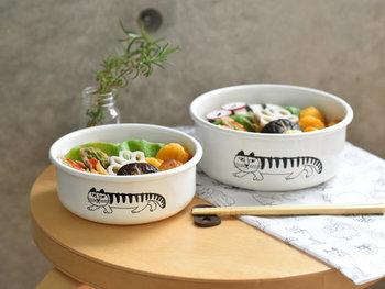 大人気のリサ・ラーソンと野田琺瑯がコラボした保存容器。直火やオーブンでの調理が可能で、そのまま食器として食卓に並べられます。