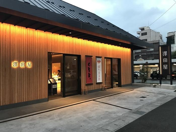 甲府を代表する老舗「澤田屋」は、江戸時代から菓子店を営み、明治時代に現在本店がある甲府駅のそばに店舗を構えました。