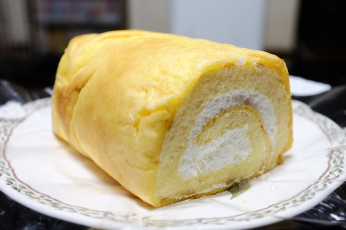 山梨県民なら、一度は食べたことがあるとも言われるほど有名な「イタリアンロール」。1986年から販売されているプレーンは、バターとクリームのシンプルな味が人気です。「子どもの頃から大好きだった」という山梨県民の方も多いとか。
