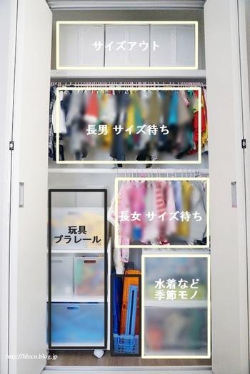 中田智恵さんいわく、片付けのコツは「区切る」ことと「見える化」とのこと。 成長によって使い方も大きく変わっていく子ども部屋。 備え付けのクローゼットには、突っ張り棒や収納ボックスを取り入れて、お子様の服やおもちゃなど分けて収納されています。