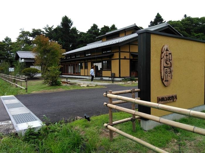 """最近注目されている話題の""""発地(ほっち)エリア""""にある「御厨(ミクリヤ)」は、築130年を超える古民家をリノベーションした和食のお店です。"""