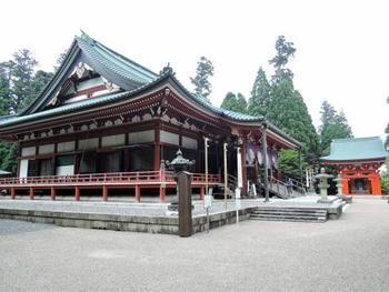 東塔・西塔・横川という3つの区域に分かれており、それぞれに堂塔がたくさんあるため、半日では回り切れないほど。