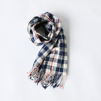 伝統工芸の丁寧な手仕事が感じられる久留米かすりは、夏は涼しく、冬は暖かい、年中使える万能スカーフ。日焼け対策にもなり、涼しくも必要以上に首を冷やさないので、冷え対策にもピッタリのアイテムです。