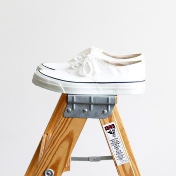 白スニーカーをきれいな状態で保っておけば、外出のとき履くたびに気持ちも清清しいはず。今回の汚れ対策を活用して、白スニーカーのおしゃれを存分に楽しみましょう♪