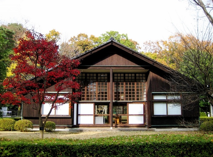 ル・コルビュジエに師事し、「モダニズム建築の旗手」と言われた前川國男の自邸。東京都指定有形文化財(建造物)に指定されています。