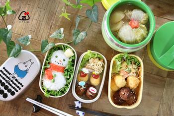 寒い日にピッタリのお弁当がこちら。雪だるまにカニカマのマフラーをつけてよりかわいらしく。