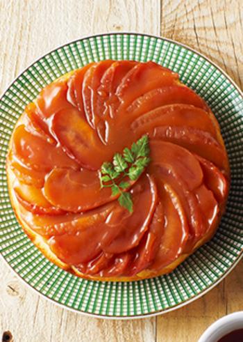 タルトタタンの味わいをまるごと味わえるパンはいかがですか?   りんごもたっぷり使っているので食べ応えも充分!フルーツも一緒に摂ることができて朝食にもおすすめです。