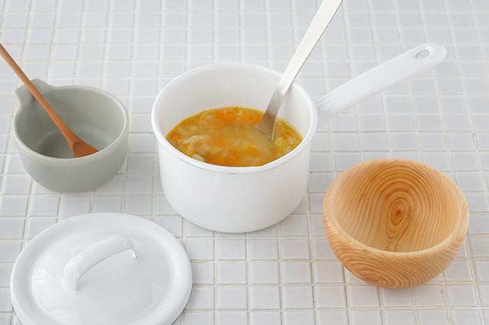 赤ちゃんの食べる離乳食は本当にちょっぴり。たくさん作って冷凍もいいけれど、作り立てを食べさせたいなら小さなミルクパンが便利。幼児食の取り分け調理にも大活躍です。