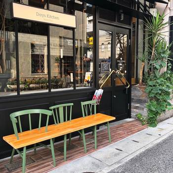 街並みは変化し、日々更新されている神戸。 暮らしている自分たちでさえ、「あんなお店あったかな?」 というように新鮮な気持ちで新しいお店を見つけては、カフェやショッピングを楽しんでいます。 雑誌はもちろん、キナリノなどのWEB雑誌で気になる情報をまとめて、ぜひ神戸の新星にときめいてください。