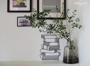 お部屋の隅にフローラを置けば、広がりやすい枝ものの枝先もコントロールしやすくなります。