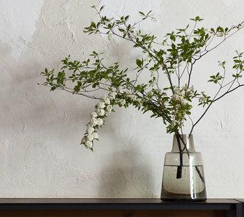 手軽に取り入れることができる枝もののアレンジ。枝ものに似合う花器を見つけて、素敵なインテリアにしてみてくださいね♪季節感をあらわすことができる枝ものを暮らしに取り入れることで、家族の気持ちも上向きになること間違いなし!ぜひ、チャレンジしてみてくださいね。