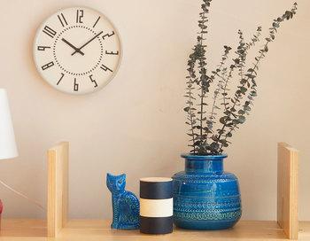 巨匠アルド・ロンディが手がけたリミニブルーというコレクションは、深みのある美しいブルーが特徴的。どっしりとした本体は枝ものを飾るのにぴったりです。お部屋のアクセントとしてもおすすめです。