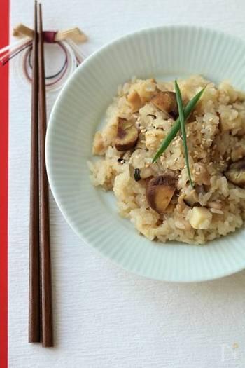おこわが食べたいけど、もち米がない…そんな時に試してみたい、切餅を使ったレシピです。これなら気軽に試すことができそう!ぜひおうちでもっちり食感を楽しんで♪